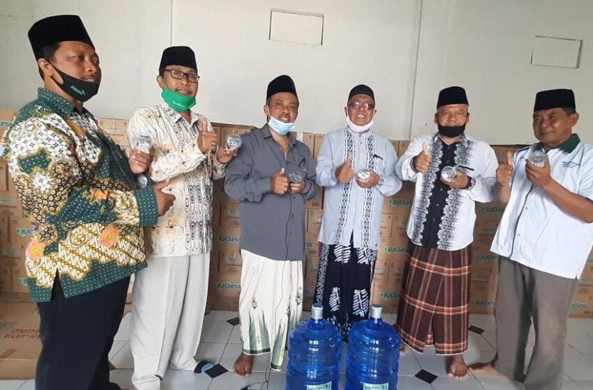 Berdayakan Ekonomi Organisasi, PCNU Nganjuk Perkenalkan Air Kemasan NU Cless