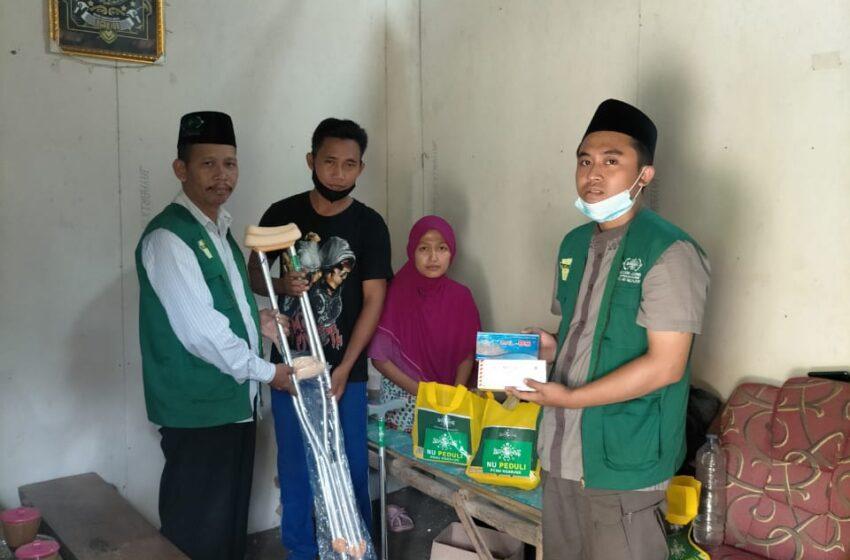 Peduli Disabilitas, NU Care – LAZISNU Nganjuk Beri Alat Bantu Jalan