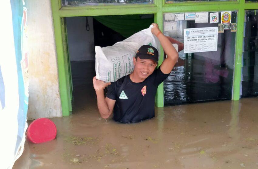 Tak Kenal Lelah, Begini Aksi Bagana Ngronggot Bantu Korban Banjir